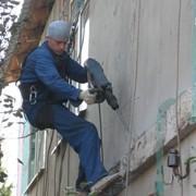 Демонтажные работы на высоте. фото