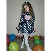 Платье для девочки принт сердечки фото