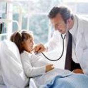 Клинический осмотр и консультация врача ортопеда. фото