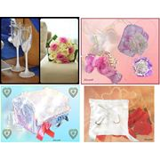 Свадебные аксессуары на заказ: бокалы подушечки сундучки подвязки букеты-дублеры фото