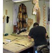 Изготовление ремонт окраска замена деталей из кожи и меха в одежде мужской и женской ремонт кожаной куртки в салоне-ателье Горностай Киев фото