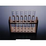 Химический анализ воды в бассейне. фото