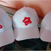 Нанесение логотипа на бейсболки фото