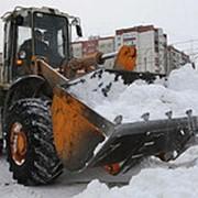 Уборка и вывоз снега, Уборка наледи с крыш фото