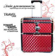Большой тревел-чемодан для косметики на колесах с ручкой. Красный с черным. фото