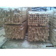 Виноградные столбики из дерева. фото