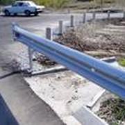 Ограждения металлические дорожные, шлагбаумы фото