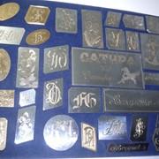 Гравировка ручная сувениров и обручальных колец фото