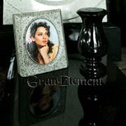 Гранитная рамка с керамическим медальоном фото