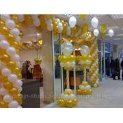 Украшение открытий магазинов, торговых центров, сцен, офисов и т.д. фотография