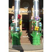 Украшение колонн воздушными шарами. фото