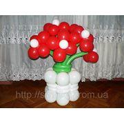 Букет из воздушных шаров в вазе. фото