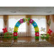 Детская арка и цветы из воздушных шариков. фото
