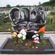 Гранитные памятники и надгробия по индивидуальному проекту фото