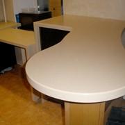 Ресепшн столы из акрилового камня фото