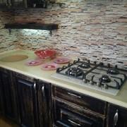 Искусственный камень: столешницы, предназначенные для использования в кухонной мебели, подоконники; покрытие для барных стоек и ресепшенов в гостиницах. фото