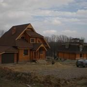 Деревянные дома на фундаменте и без фундамента из контрукционного клееного бруса, из оцилиндрованных бревен фото