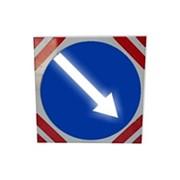 Светодиодный знак (импульсная стрелка) 700мм, на квадрате 800x800 фото