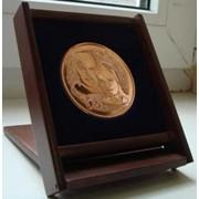 Медаль на подставке, медаль в коробке фото