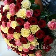 Смешанный букет из трех сортов роз фото