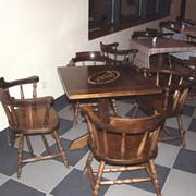 Столы и стулья из натурального дерева для баров и ресторанов фото