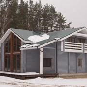 Деревянный дом с оцилиндрованого бревна фото
