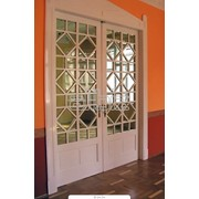 Металлопластиковые и алюминиевые конструкции, окна, двери, перегородки,ограждения балконов. остекление балконов. перегородки офисные алюминиевые, металлопластиковые. Оформление фасадов. фото