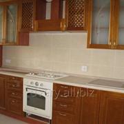 Кухня с деревянными фасадами фото
