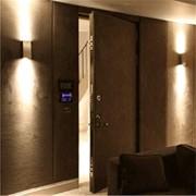 Обивка и ремонт деревянных, металлических дверей дермантином фото