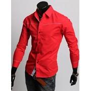 Приталенная мужская рубашка с длинным рукавом. фото