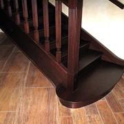 Производство деревянных лестниц фото