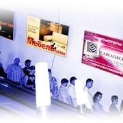 Реклама на боковых стенах эскалатора метрополитена фото