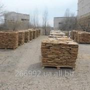 Камень песчаник природный на палетах. фото