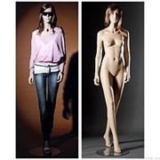 Манекен женский реалистичный телесный, с макияжем (парик отдельно), для одежды в полный рост, стоящий прямо, ноги скрещены. MD-15 фото