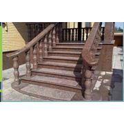 Изготовление под заказ лестниц перил и всех элементов декора из гранита.