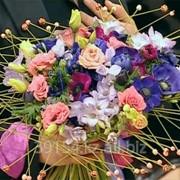 Свежесрезанные цветы и букеты в розницу фото