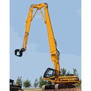 Экскаватор JS330 HRD ,относится к весовой категории 40 т и способен оперировать на максимальной высоте в 21 м.Предназначен для сноса зданий. фото
