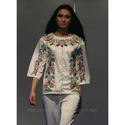 Блузка-вышиванка с красочными цветочными рисунками фото