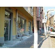 Сдам в аренду магазин 150 м2 на фасаде Гончара в Киеве витрины, фасадный вход фото