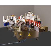 Этикетировочный автомат System 5-2 для нанесения двух самоклеящихся этикеток на емкости круглого эллиптического прямоугольного сечения или одной этикетки по всему или части периметра емкости. фото