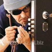 Установка и врезка дверных замков фото
