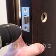 Аварийное вскрытие дверных замков фото