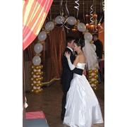 Услуги по свадебному оформлению, услуги по свадебному оформлению воздушными шарами, оформление свадебного зала, свадебное оформление цены, оформление свадебного зала цены, оформление праздников воздушными шарами. фото