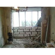 Разрушение бетонных стен, объединение балкона с жилой комнатой фото