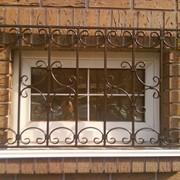 Кованые оконные решетки. фото