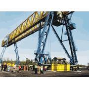 Мостовые грейферные перегружатели для подъемно-транспортных операций: грузовые потоки в морских речных портах фото