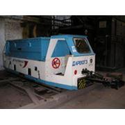 Электровоз аккумуляторный АРВ10ГЭ для транспортирования составов вагонеток по рельсовым путям в подземных выработках с нормальным профилем пути и на промышленных площадках шахт опасных по газу и пыли фото