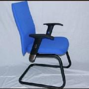 Кресла и стулья офисные фото