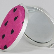 CP16330 Зеркальце круглое ярко-розовое с сердечками в пак.Арт. 016 фото