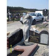 Изготовление надгробийиз камня. фото